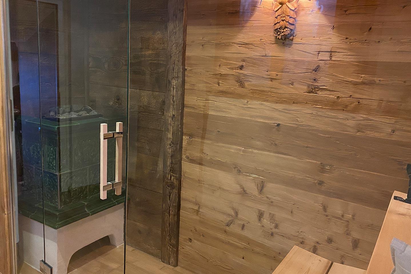 Sauna mit gehackten Brettern